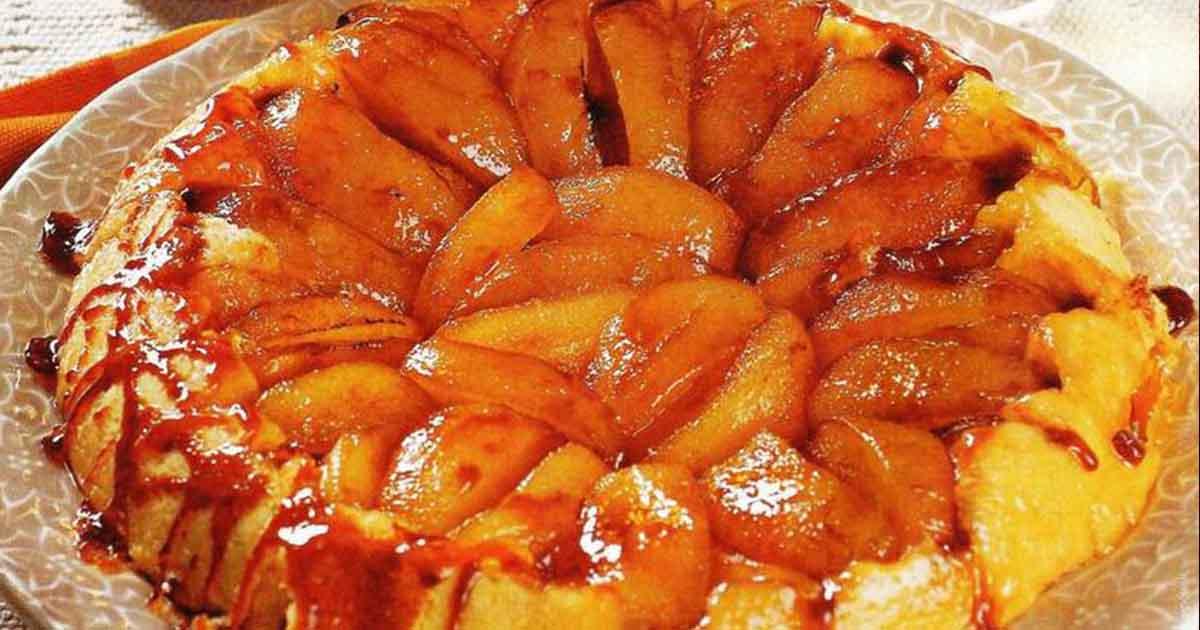 Prăjitură răsturnată cu mere şi caramel