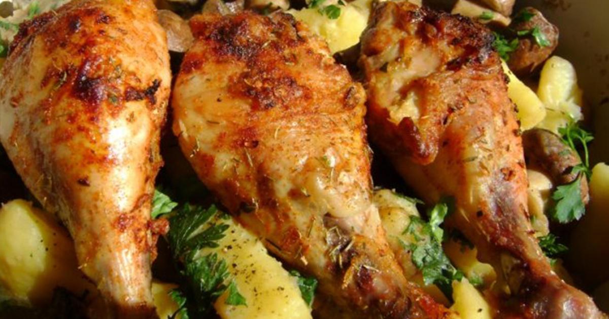 Copănele de pui frecate cu usturoi cu cartofi la cuptor, un preparat tradițional românesc!