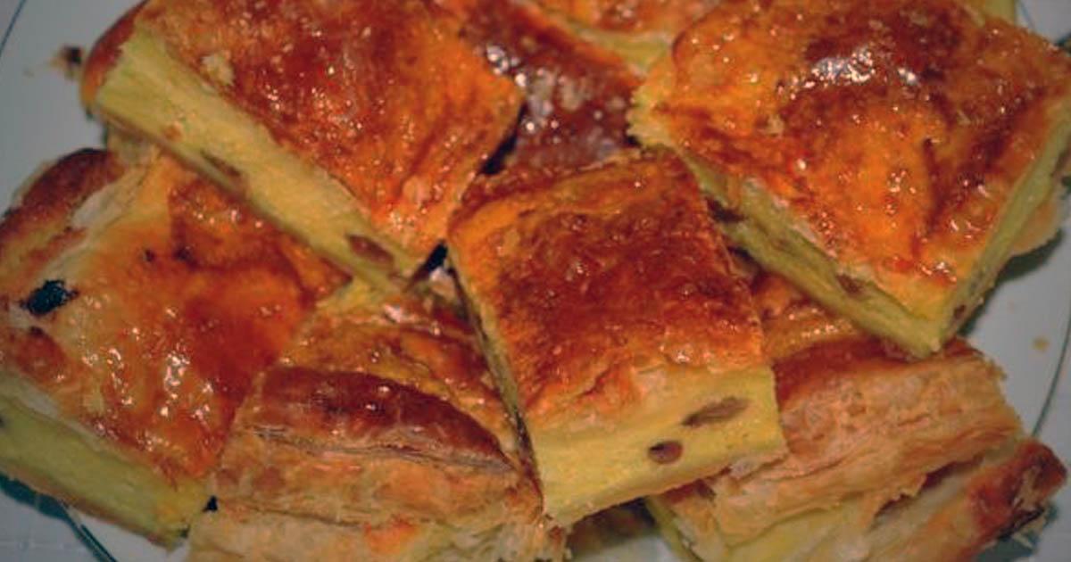 Plăcintă cu brânză dulce și stafide, desertul sănătos pe care copiii mei îl adoră