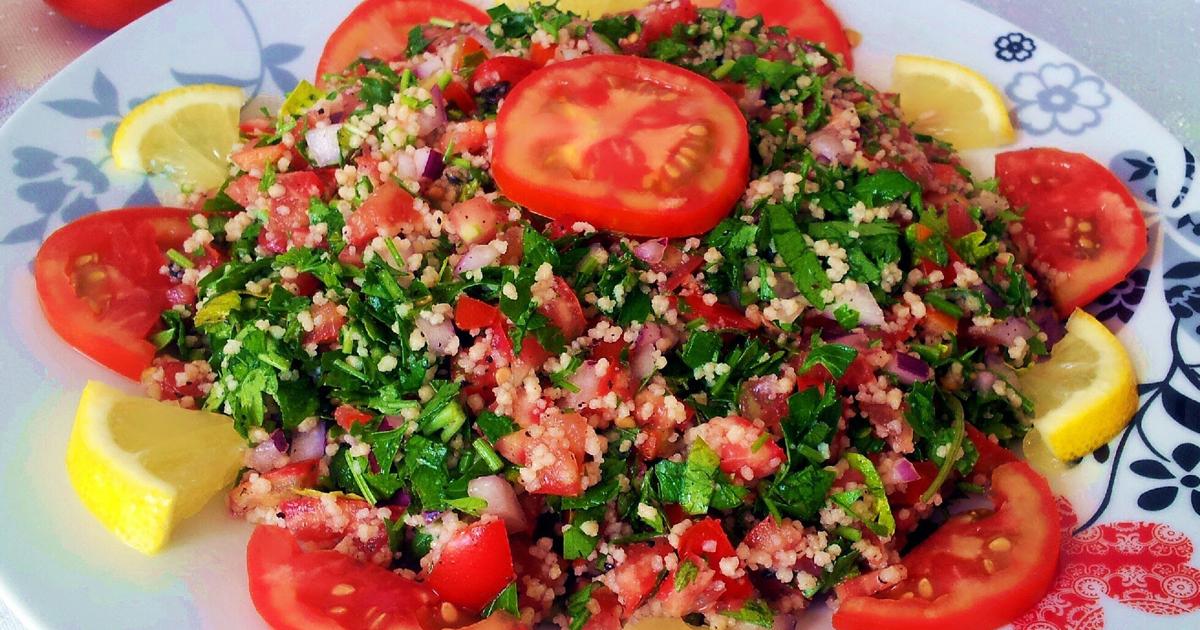Rețeta originală pentru salata tabouleh, se prepară super rapid și este o sursă de sănătate uriașă