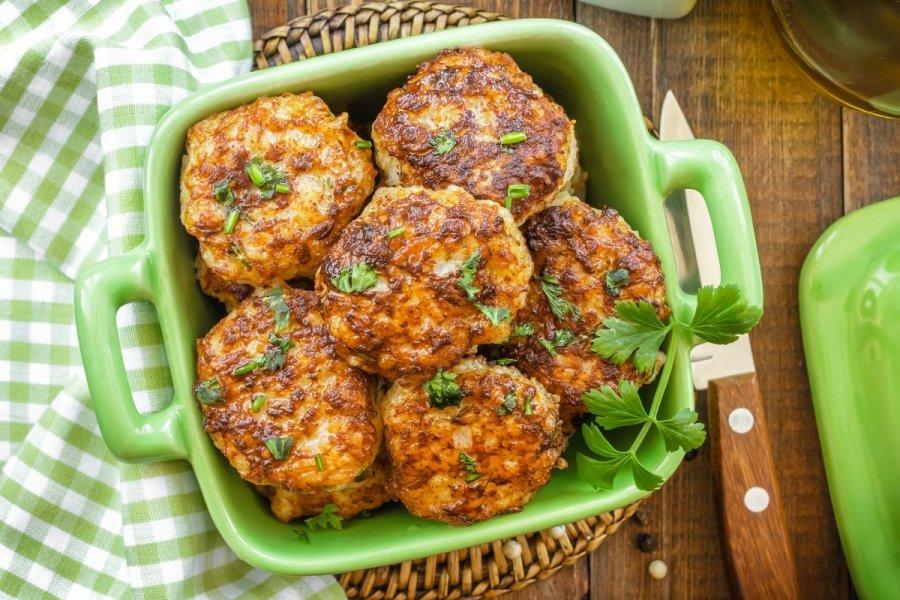Chifteluțe din legume, un preparat aromat și foarte consistent. Care sunt cele mai bune legume pe care le putem folosi în acest amestec