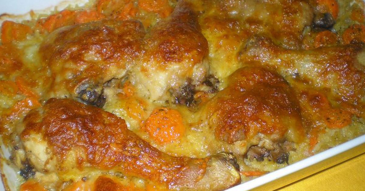 Pulpe de pui la cuptor pe pat de orez cu legume