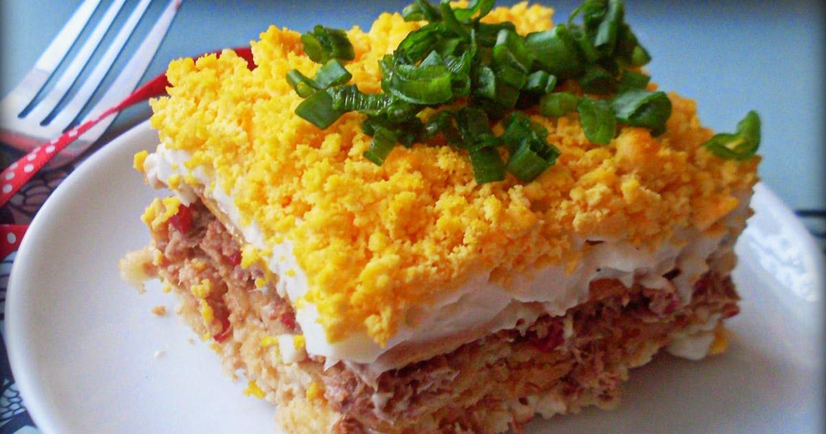 Plăcintă cu ton, un deliciu pentru masa de prânz