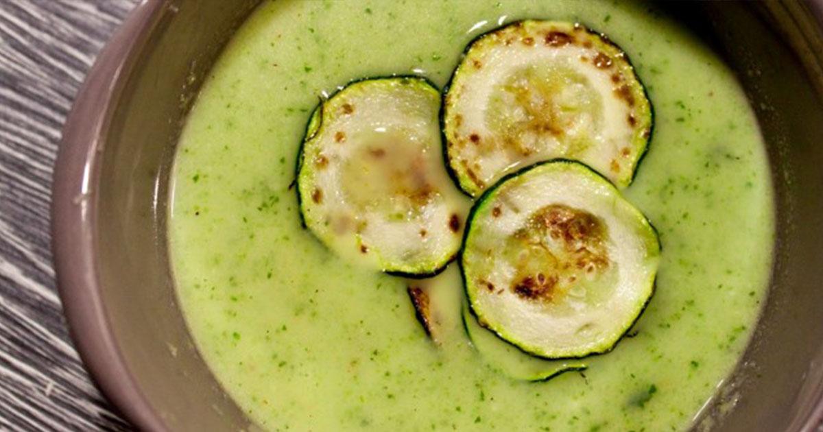 Supă cremă de dovlecei, o supă delicioasă și sățioasă care te ajută să îți menții silueta