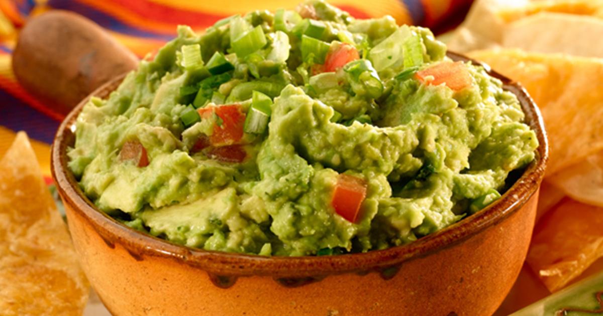 Pate de avocado cu roșii, un preparat extrem de sănătos și gustos perfect pentru orice masă