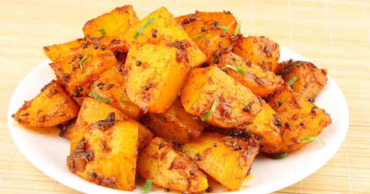 Cartofi Bombay, cartofi indieni de post cu ceapă și condimente. O rețetă pe care trebuie să o încerci
