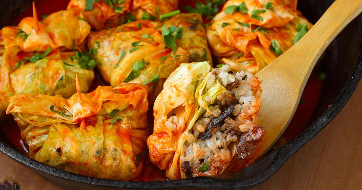 Sărmăluțe în foi de varză cu orez și ciuperci, un preparat delicios pentru perioada postului cu care sigur nu vei da greș