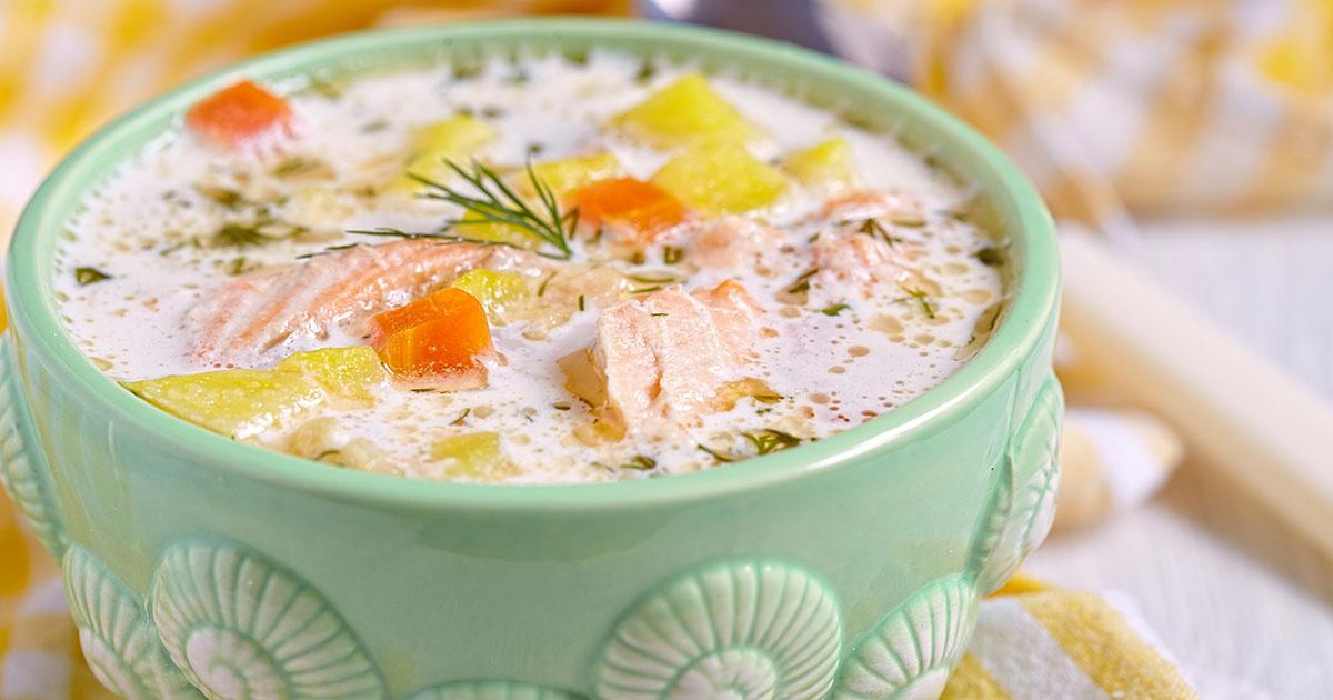 Supă de somon cu cartofi și mărar, o rețetă delicioasă care nu se uită așa ușor!