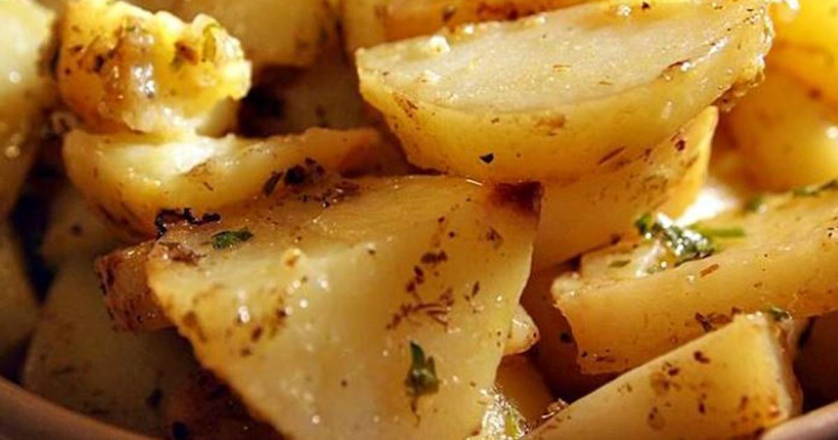 Cartofii grecești, un deliciu chiar și pentru zilele în care ții post! Iată ce ingrediente le oferă acest gust deosebit