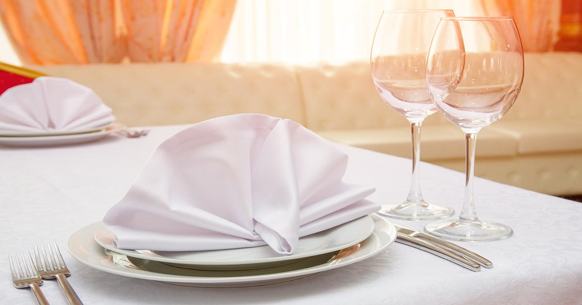 Cum se așează corect tacâmurile la masă și cum le așezăm după ce mâncăm