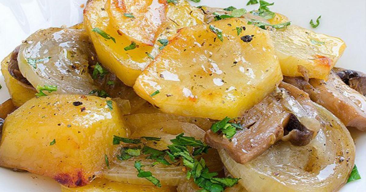 Ciuperci cu cartofi și ceapă la cuptor, un preparat delicios pentru post