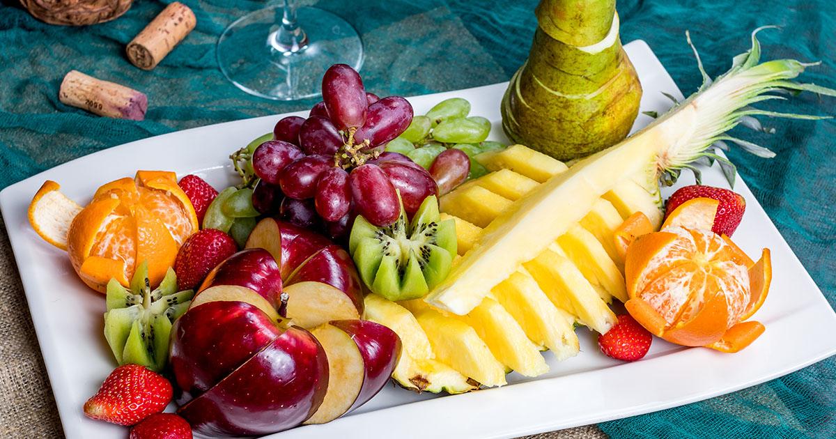 Cum să tai fructele și legumele pentru încântarea musafirilor
