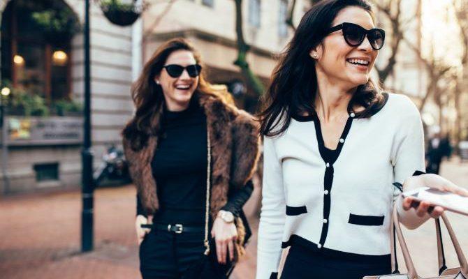 Cum să te îmbraci în stil parizian – 11 reguli simple