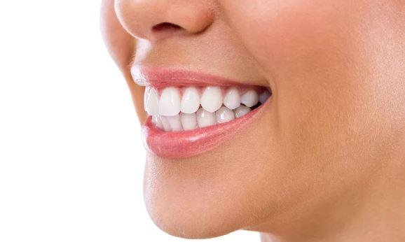 Albirea dentară laser – dinți albi și sănătoși în doar 30 de minute