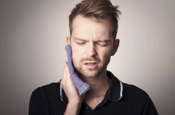Durere de dinți? Iată cum îți poți salva dinții de la o extracție