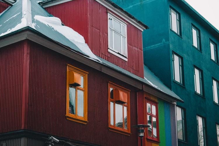 Vopsirea fațadei, pas cu pas: Pregătirea materialelor, etape de lucru și măsuri de siguranță