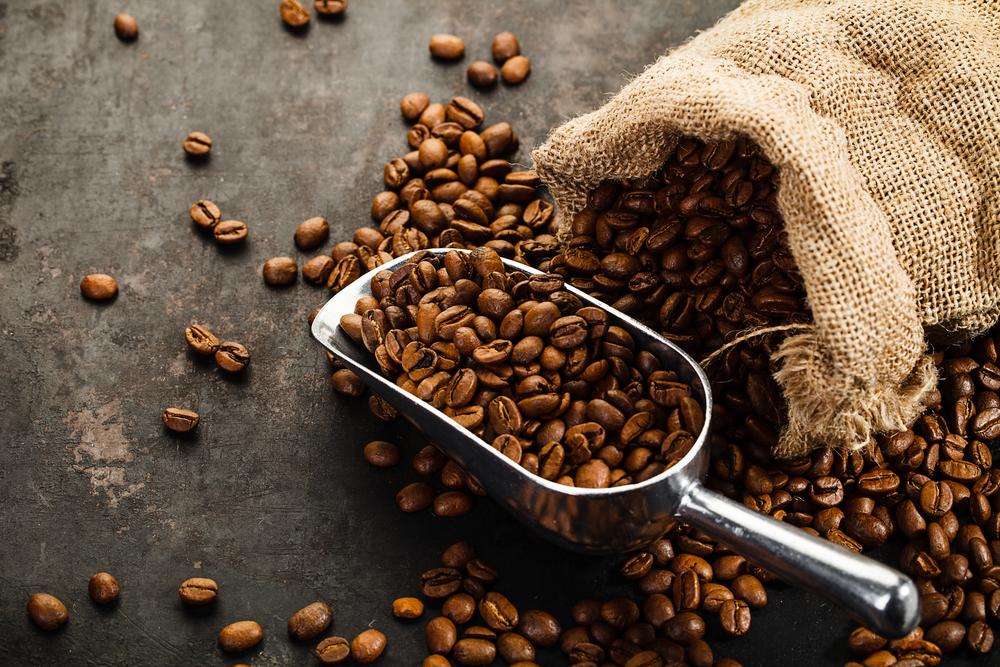 Beneficiile tratamentelor pe bază de cafea pentru piele și păr