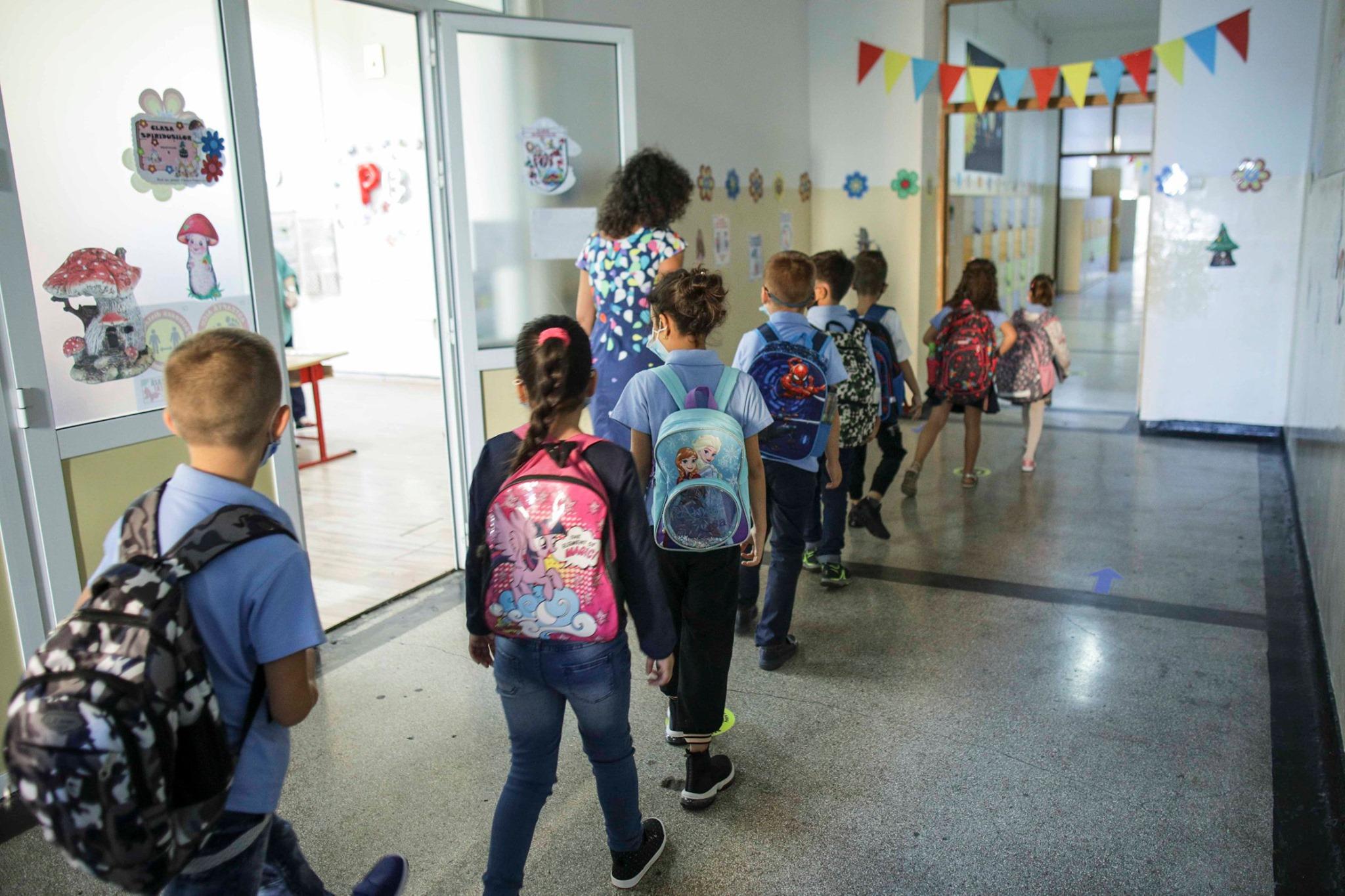 NEWS ALERT! Elevii se întorc la şcoală! Decizia este oficială! Unde s-a anunţat
