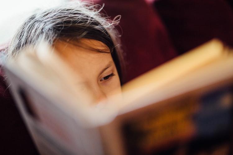 Vacanţa e un prilej bun pentru a citi şi învăţa ce ne place! Copiii au opţiuni extraordinare, iar părinţii îi pot îndruma