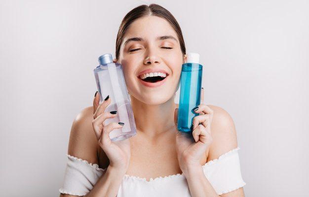Apa micelară – Greşeli de evitat când o foloseşti, în funcţie de tipul tău de ten