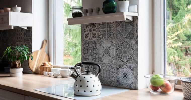 Ce ar trebui să știi când alegi gresia și faianța pentru baie și bucătărie